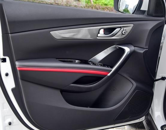 10万起步自主品牌SUV不纠结 哈弗F7对比长安CS552325.png