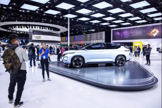 【概念车新闻稿】新宝骏品牌首款概念车型RM-C亮相上海国际车展a160.png