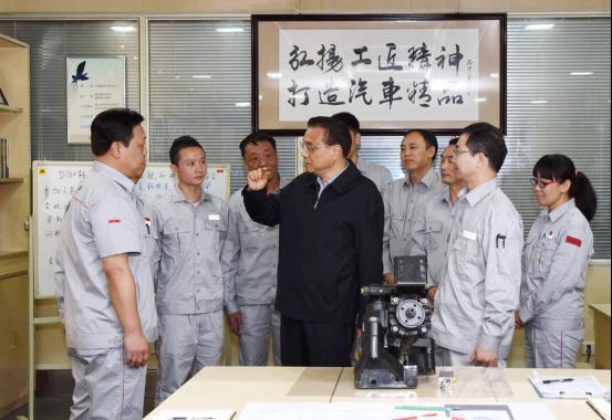 总理手中的中国红东风天龙旗舰524.png